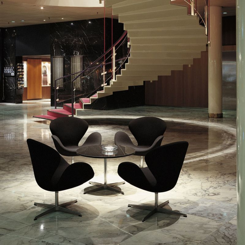 Schwan Sessel in Hotellobby