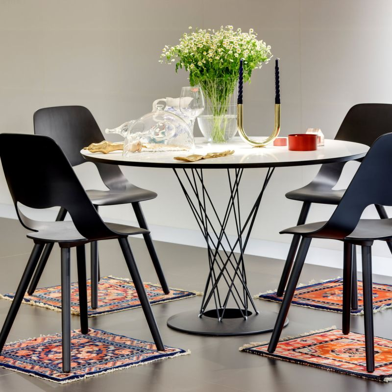 Vitra-Dining-Table-Esstisch-weiss-schwarz-Ambiente