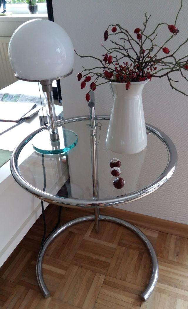 Wagenfeld Leuchte auf Adjustable Table