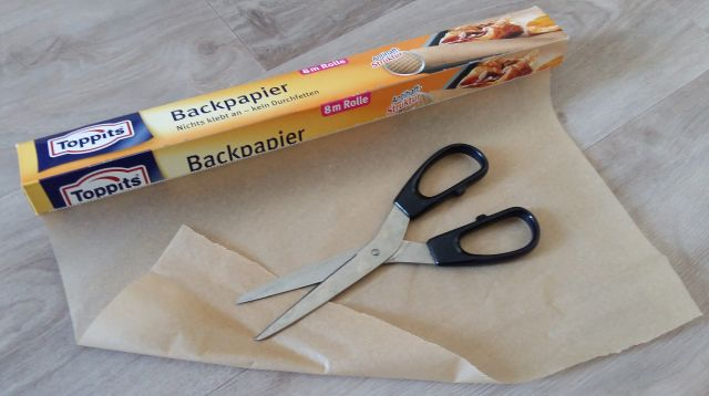 Backpapier mit Schere