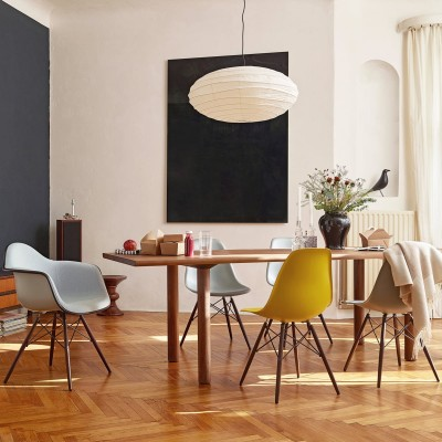 Designerstühle an Esstisch