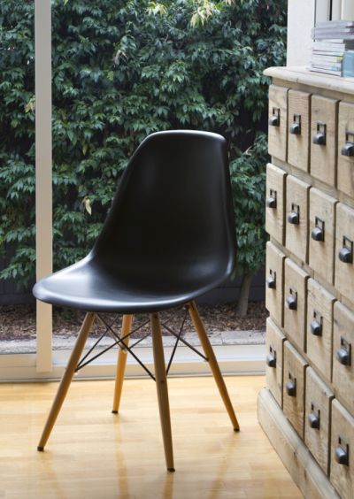 Eames-plastic-chair