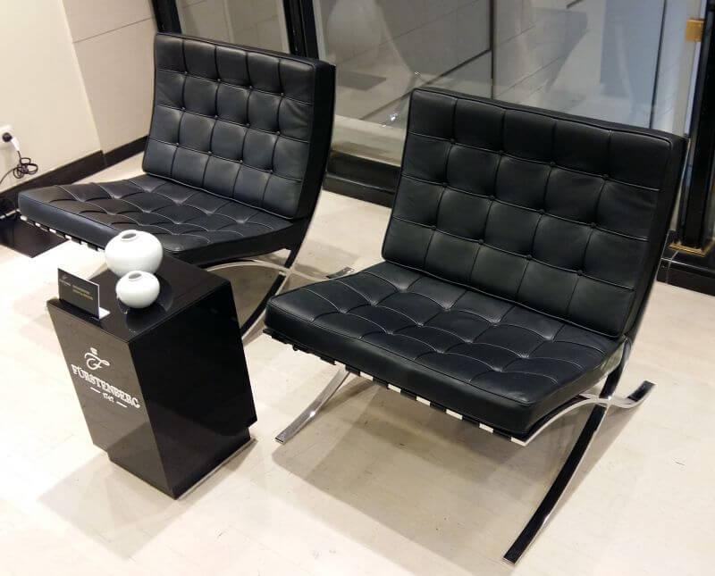 Zwei Barcelona Sessel im KaDeWe Berlin
