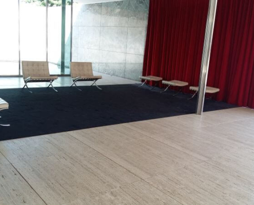 Barcelona Chairs im Barcelona Pavillon