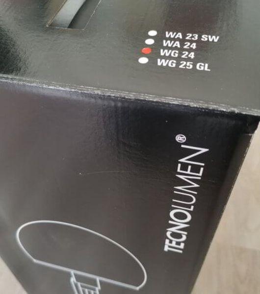 Originalkarton mit Aufdruck der verschiedenen Modelle der Wagenfeld Lampe