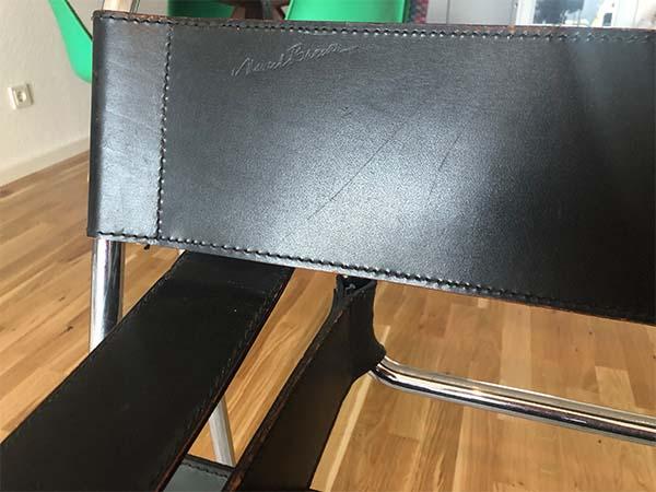 Gravur im Leder eines Wassily Chair